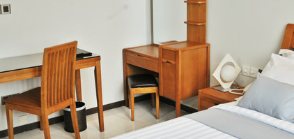 Deluxe Suite Dressing Table & Work Station