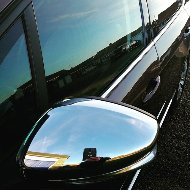 Nice and shiny!__#wax #cleancar #valet #shiny #photooftheday #picoftheday #instagood #i #luxury #hid