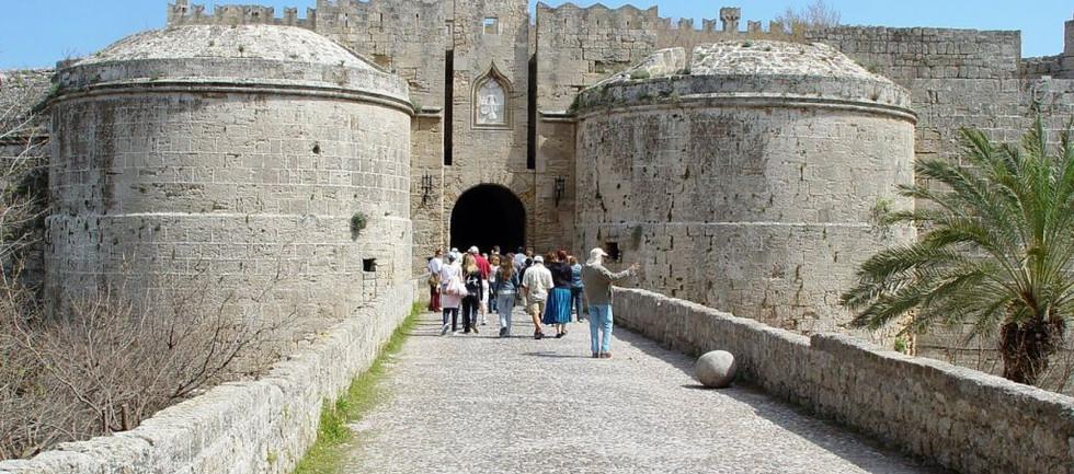 city-walls-medieval-city-of-rhodes-greec