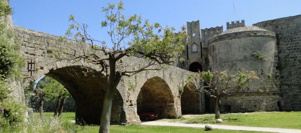 walls-medieval-city-of-rhodes-greecejpg