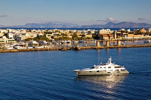 Yacht-approaching-the-port-of-Rhodes.jpg