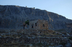 Old-house-in-Lindos-Hill.jpg