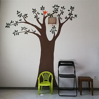 sala de espera arbol silla.jpg