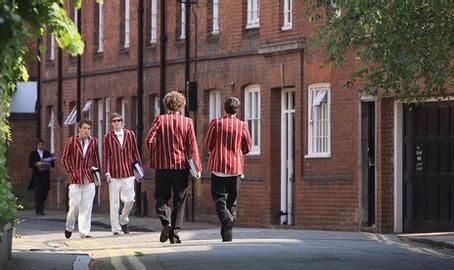 Почему семьи из разных стран выбирают британские школы-пансионы?