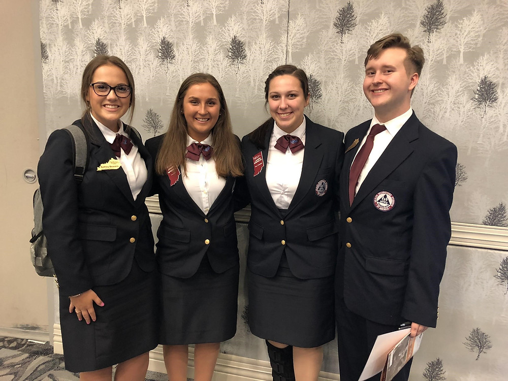 2018-2019 State President and Vice President with delgates from Kentucky HOSA