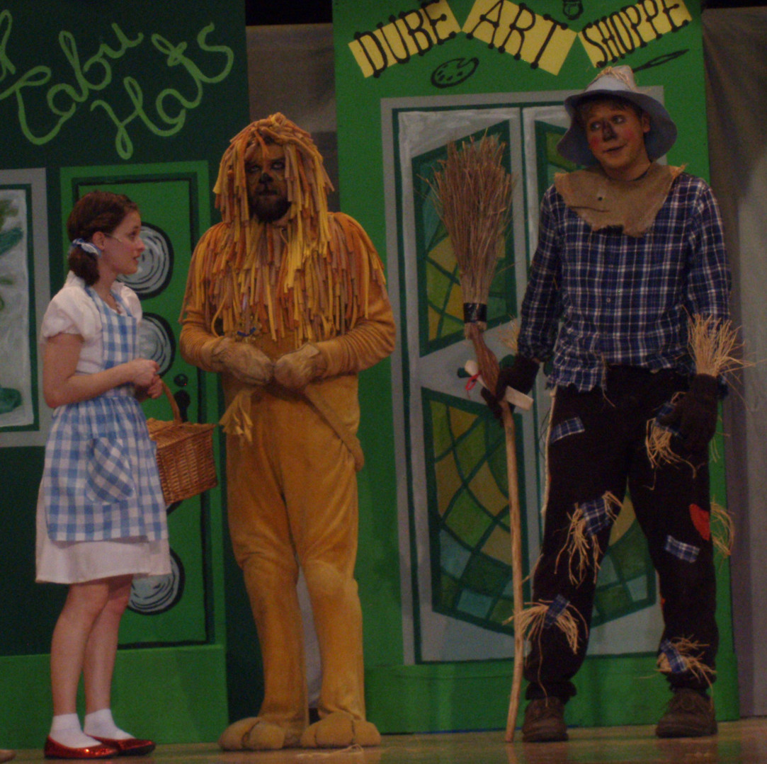 Dorthy, Cowardly Lion, and Scarecrow in Oz