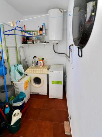 Abstellraum und Wäscheraum