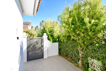 ref-172-beach-front-property-pool-conil