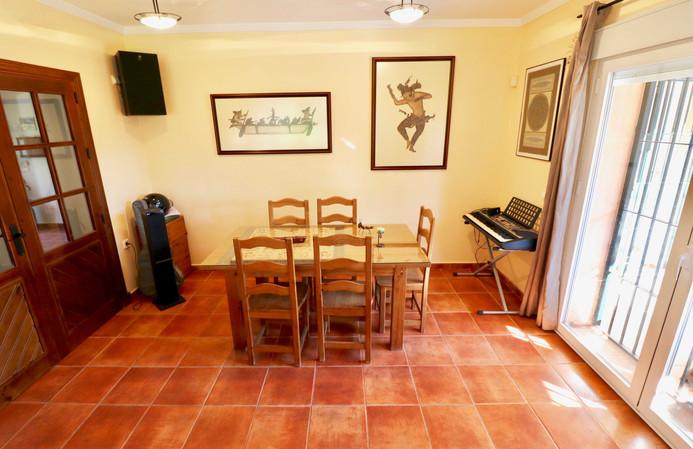 Esszimmer und Piano