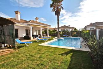 Villa mit Salzwasserpool