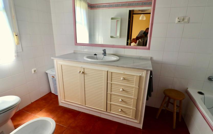 Badezimmer mit Spiegel