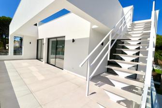Terraza y escaleras de diseño