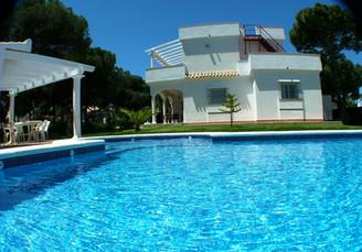 Casa y piscina grande