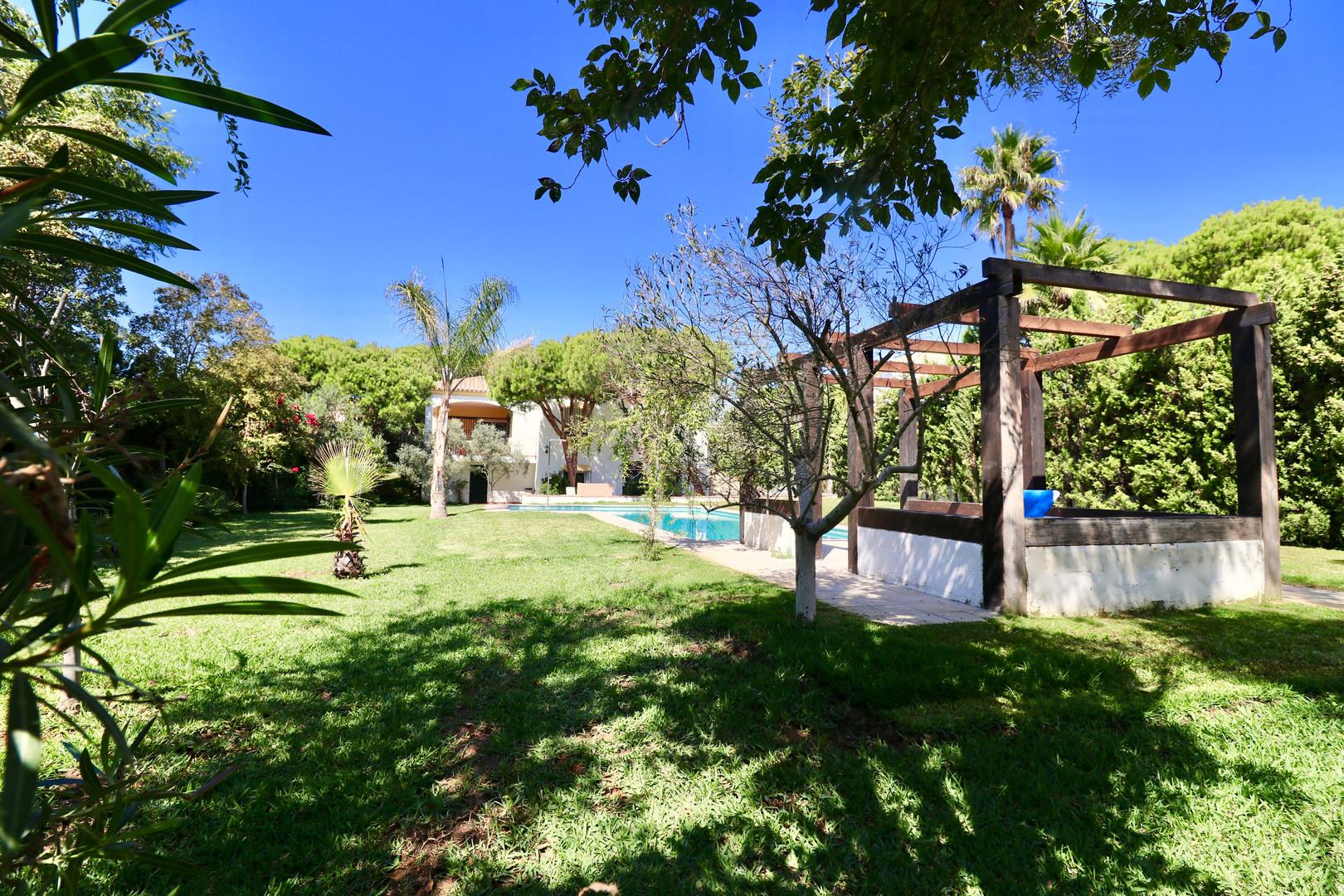Gartengrundstück mit Pool