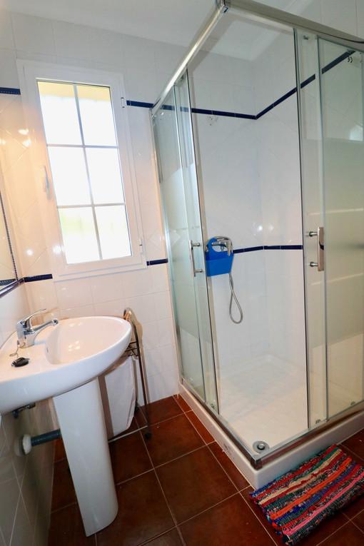 Baño con placa de ducha