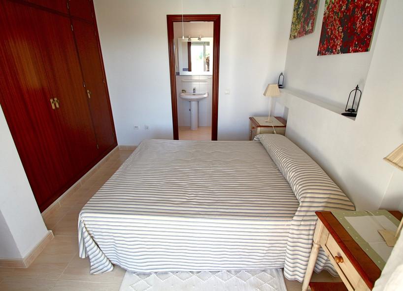 Schlafzimmer mit Badezimmer