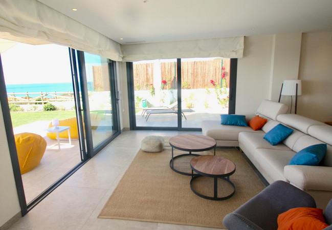 ref-170-beachfront-villa-with-seaview-4