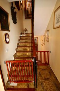 Staircaise and hall