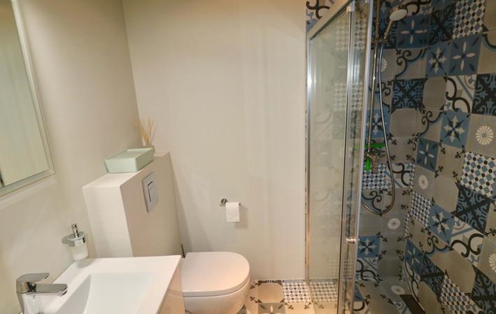 Baño nuevo y moderno