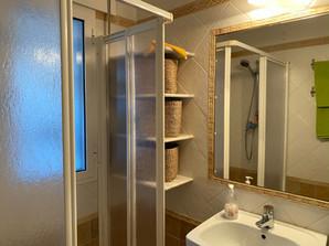 Espejo y placa de ducha