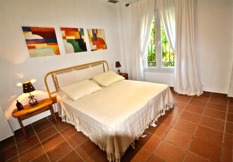 Dormitorio con vistas al mar