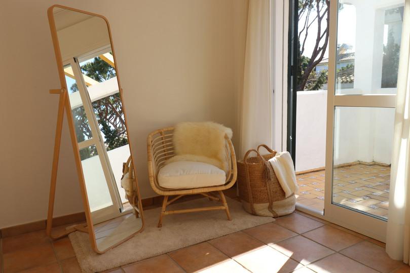 Zimmer mit Sessel