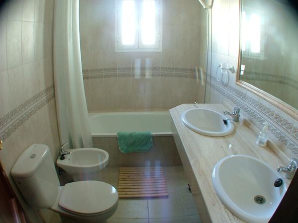Baño con lavabos