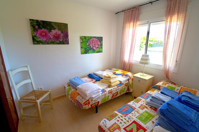 Einzelbetten mit Handtüchern