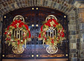 Riggi 2006 driveway gate wreaths 2.jpg