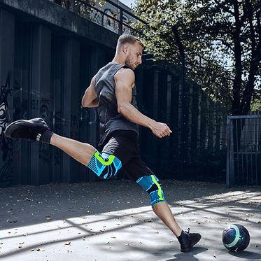 bauerfeindsports-football-kneesupport-rivera-web.jpg