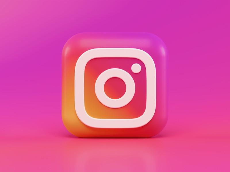 vyber si, koho budeš na sociálnych sieťach sledovať