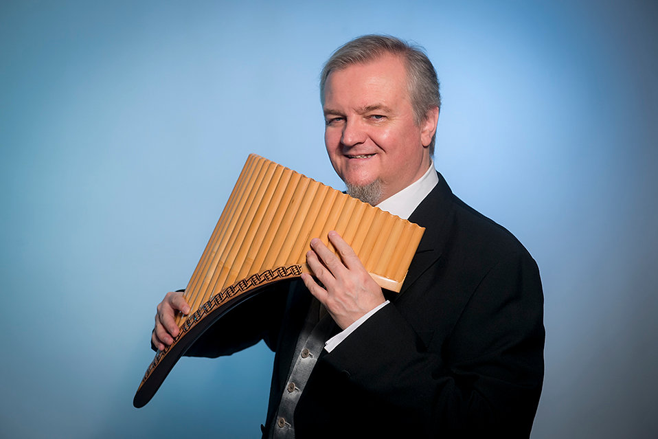 https://www.panflute-player.com, Pan flute player Roar Engelberg leading soloist and composer