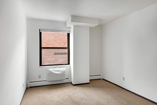 023_401_N_Sibley_St_014_Bedroom_Before.j