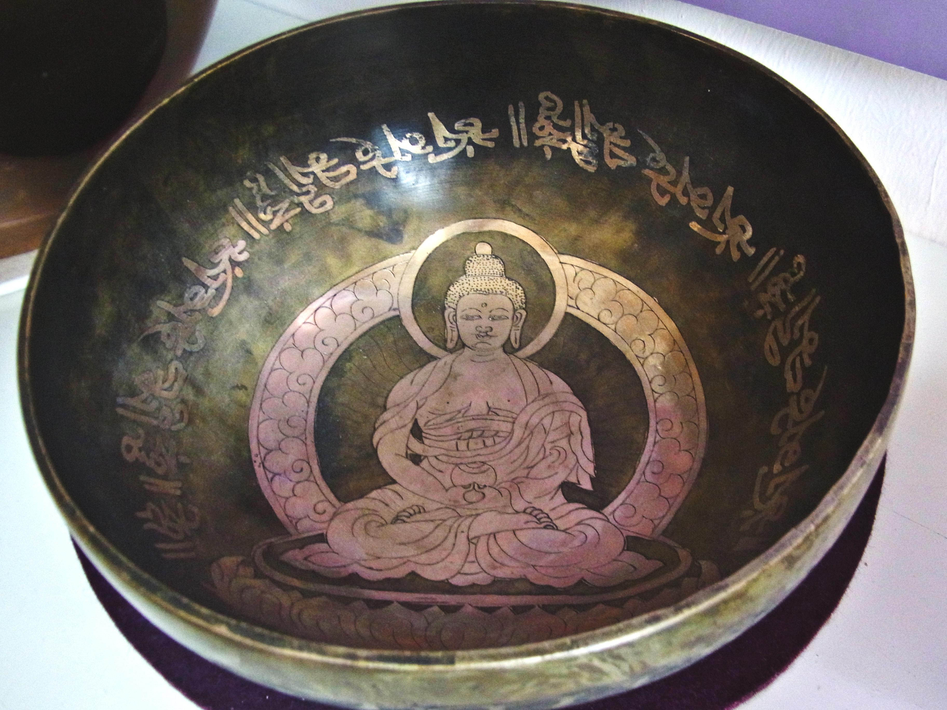 Klangschale mit Buddha