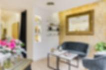 espace d'accueuil du salon de coiffure parisien