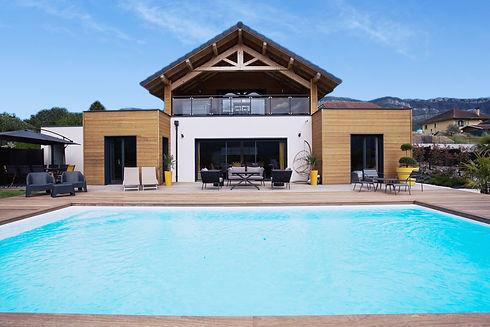 Vue piscine et villa.jpg