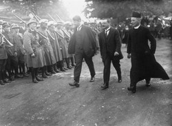 Collins inspects Guard of Honour