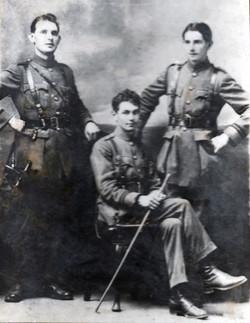 Jimmy Mac Eoin (center)