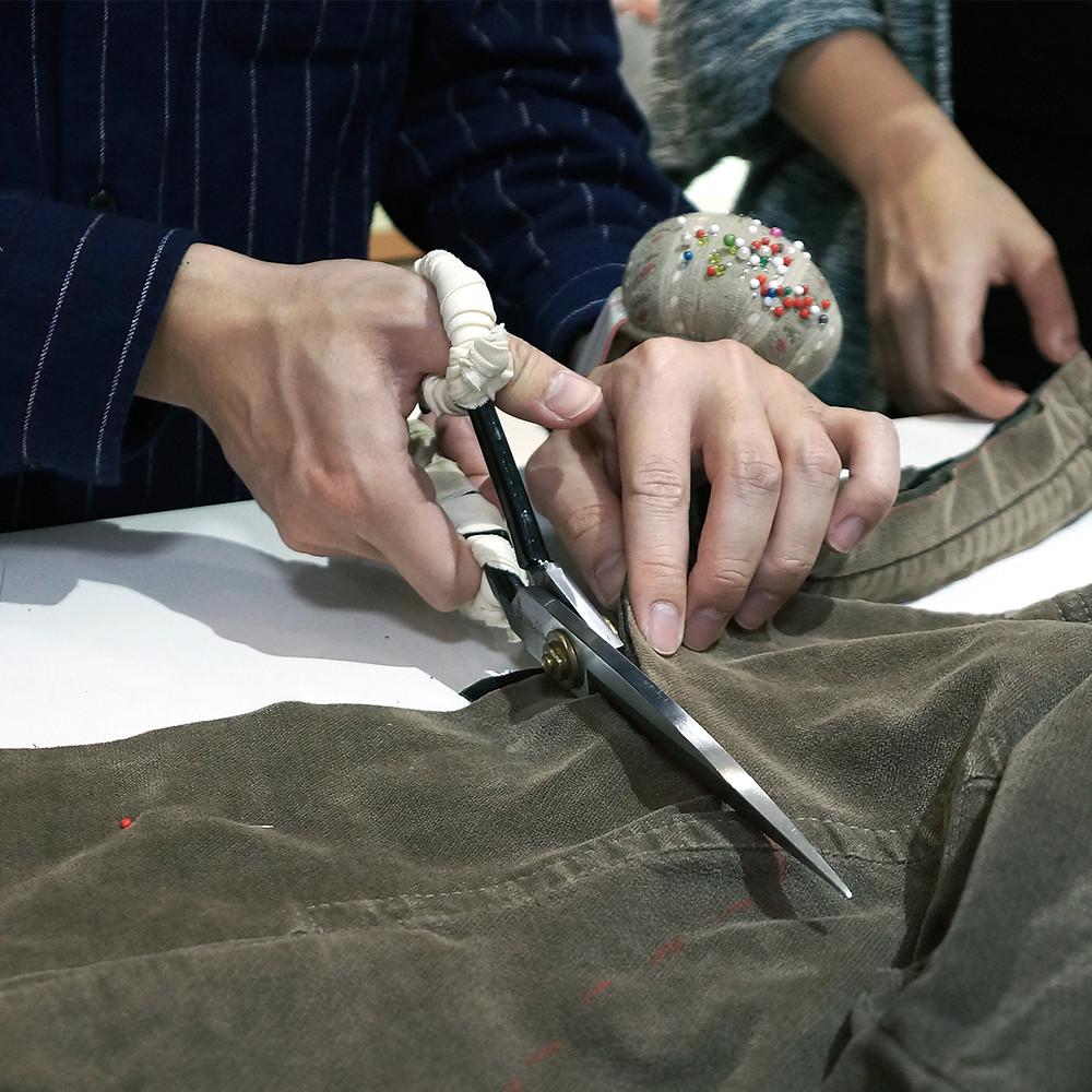 運用布剪裁剪舊衣