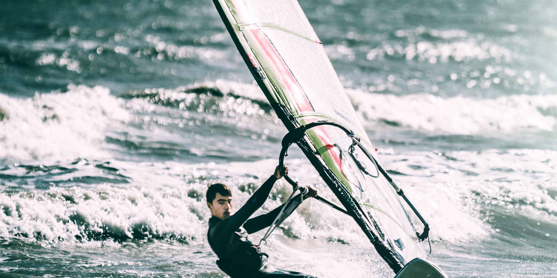 windsurfing-in-summer-1983044.jpg