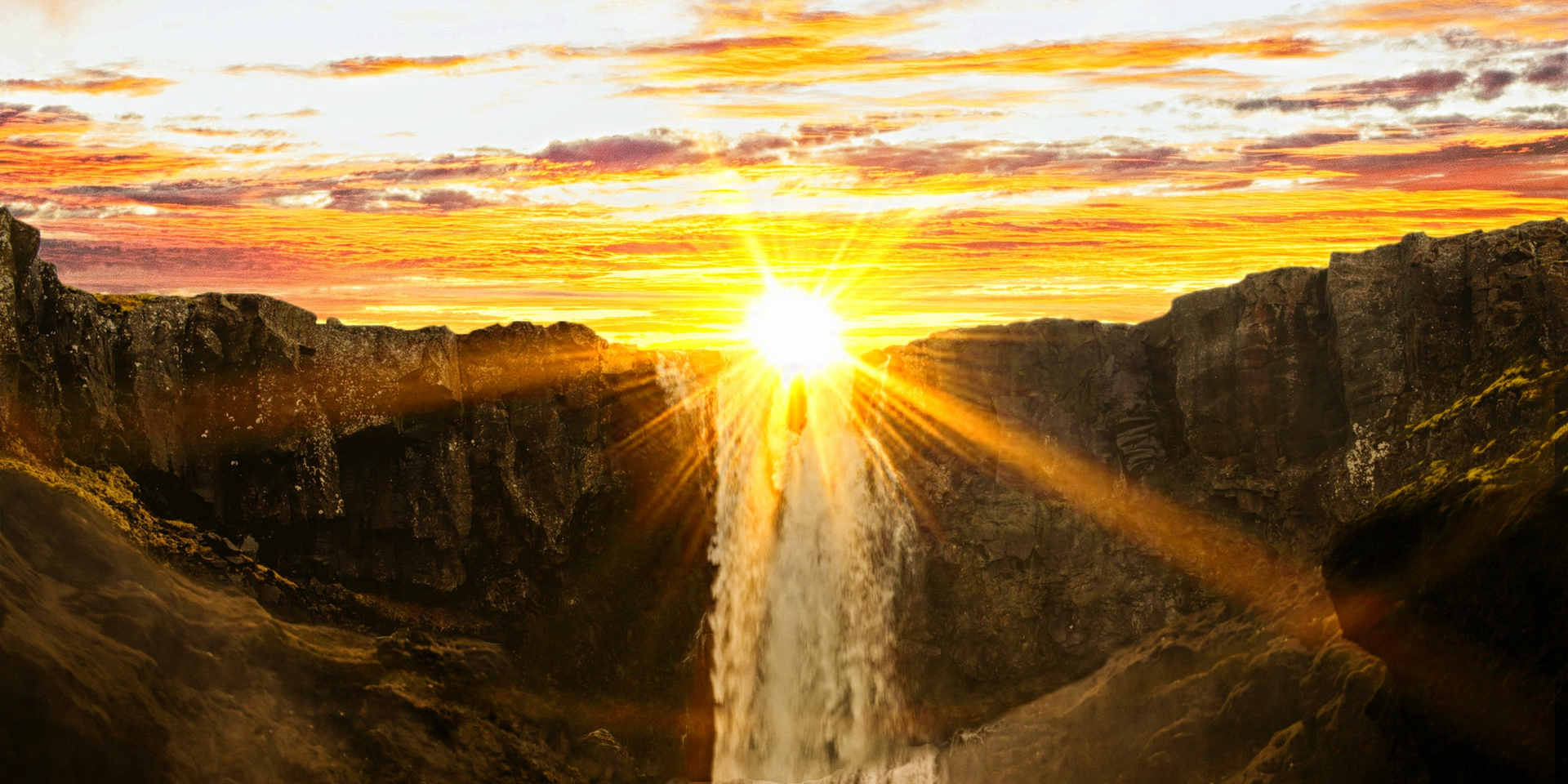 waterfalls-during-sunset-954929.jpg