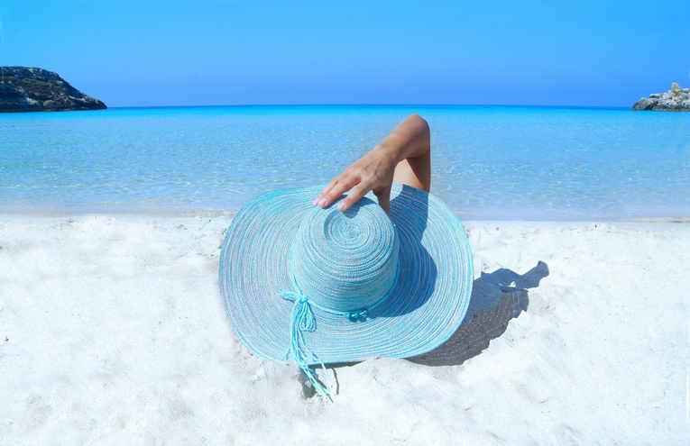 sea-fashion-beach-sand-33622.jpg