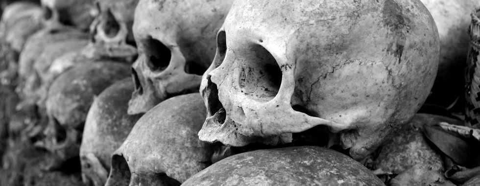 grey-skulls-piled-on-ground-1096925.jpg
