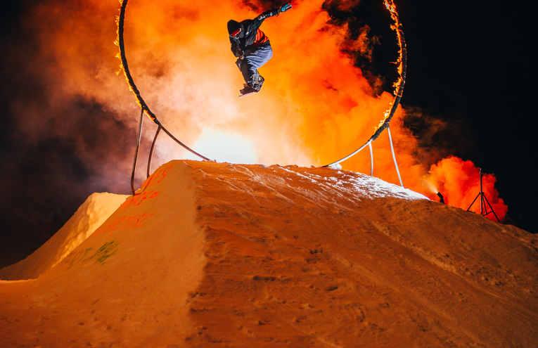 ski-exhibition-on-fire-show-3716087.jpg