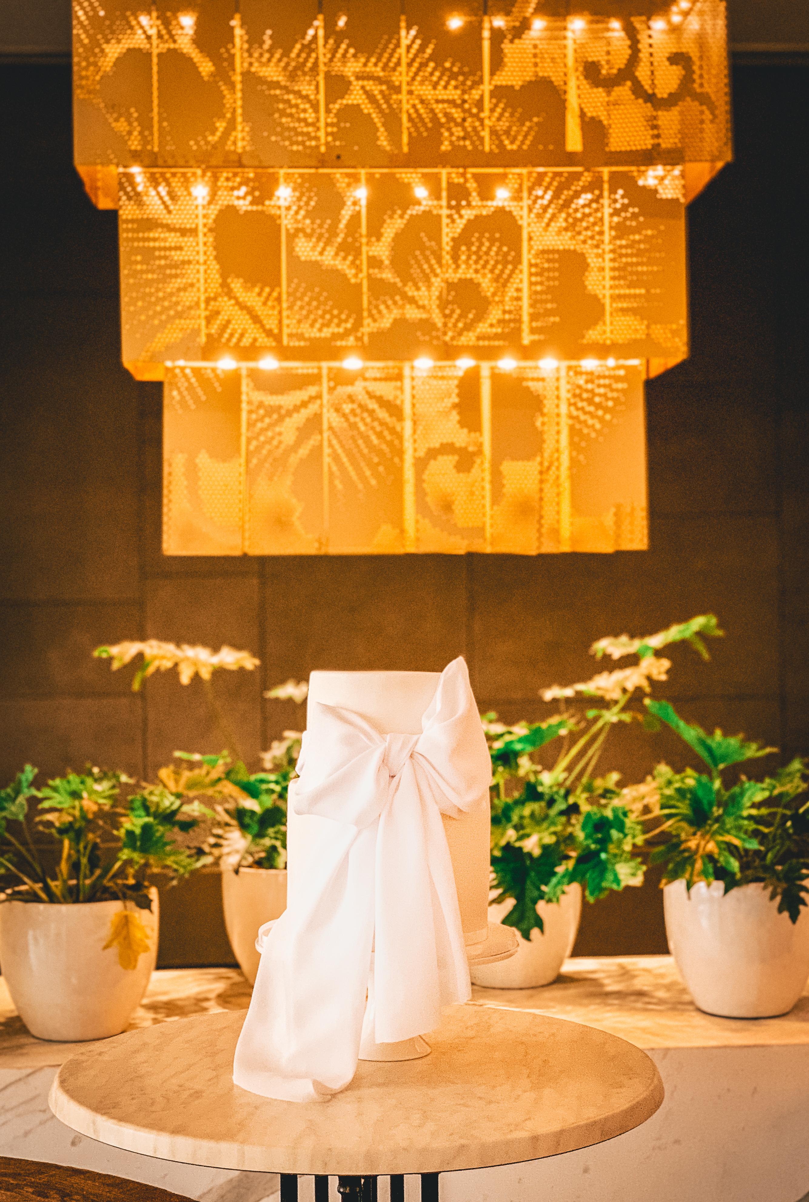 Elegant Bow Wedding Cake