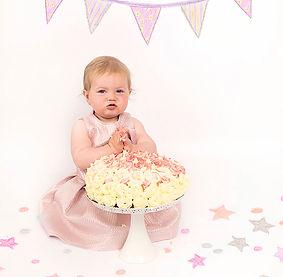 Cake Smash_Bunting&Confettit.jpg