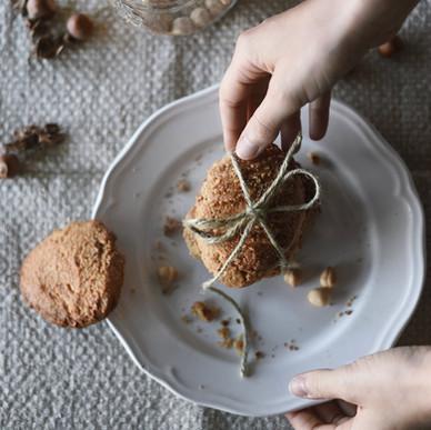 Butter-hazelnut biscuits with hazelnut pieces