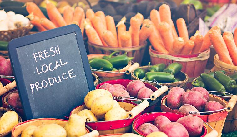 Fresh%2520produce%2520on%2520sale%2520at%2520the%2520local%2520farmers%2520market_edited.jpg