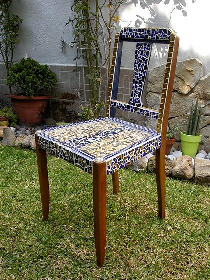 Chaise en mosaïque bleu-or