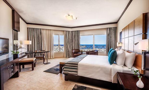 CLEOPATRA_Executive-Suite-Bedroom.jpg